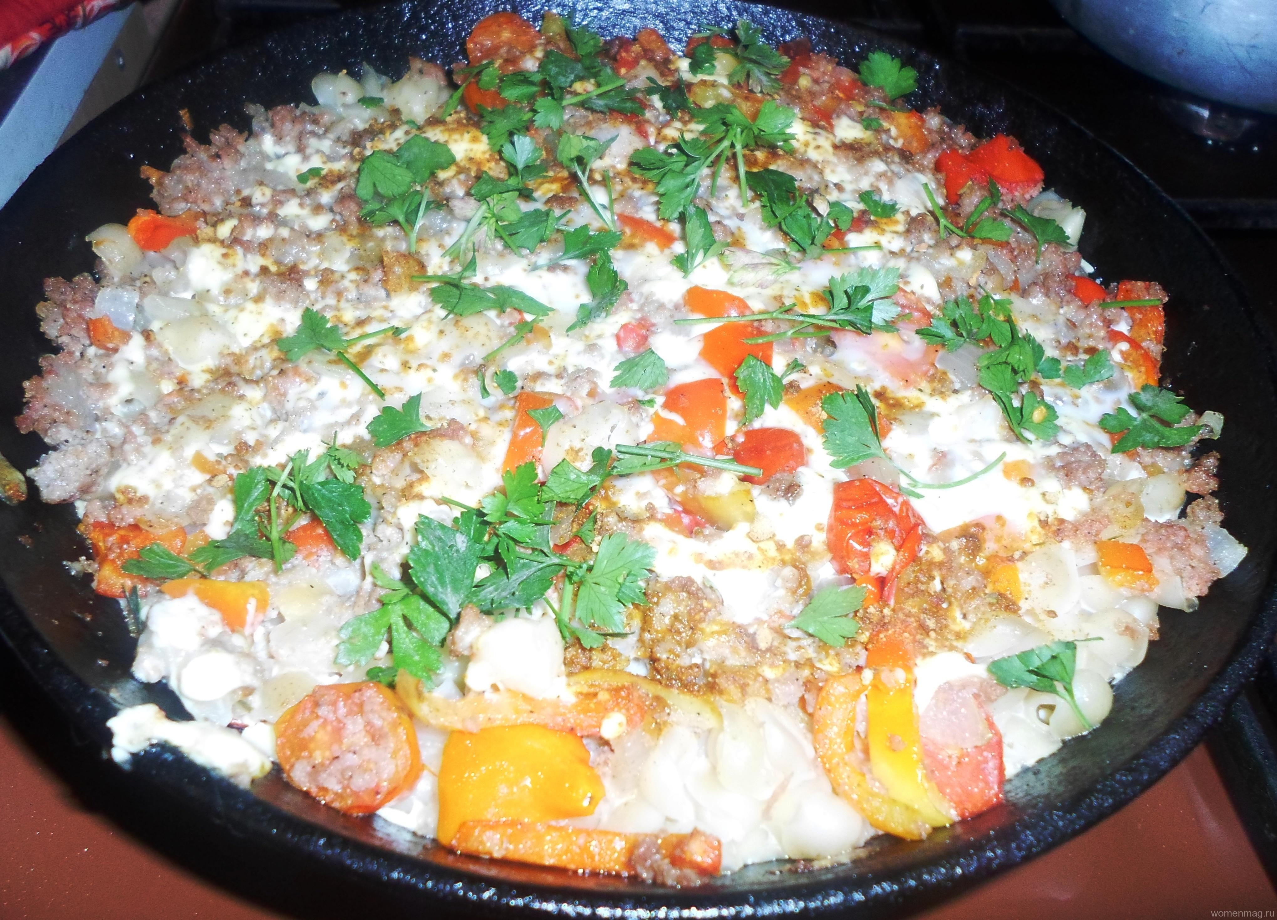 Макаронная запеканка с мясным фаршем и овощами в духовке