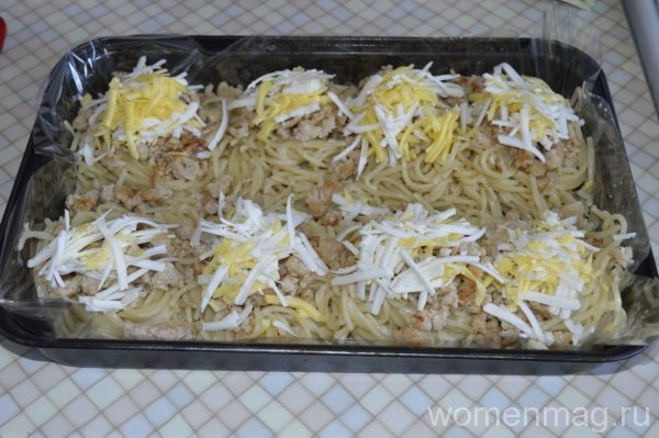 Гнезда из спагетти с фаршем под сыром в духовке