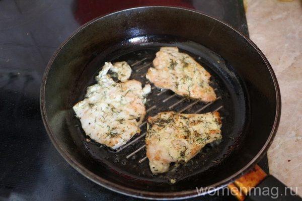 Отбивные из куриной грудки на сковороде