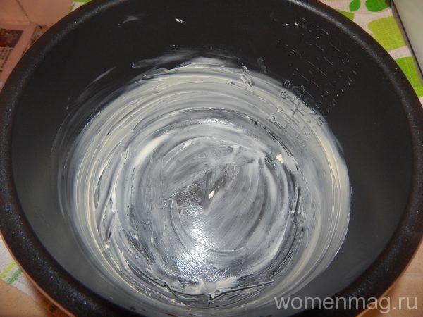 Чаша мультиварки смазывается сливочным маслом