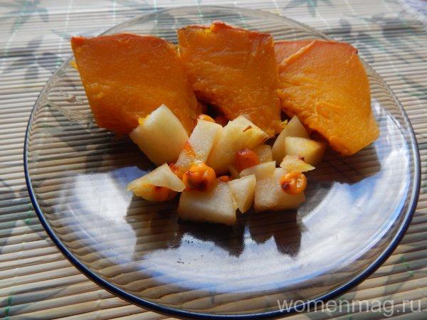 Тыква в духовке с яблоками, мёдом и облепихой