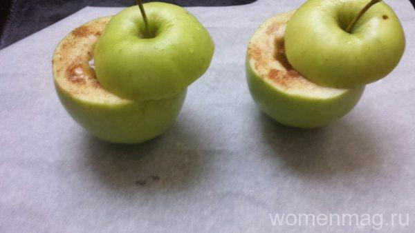 Печеные яблоки с медом и корицей в духовке