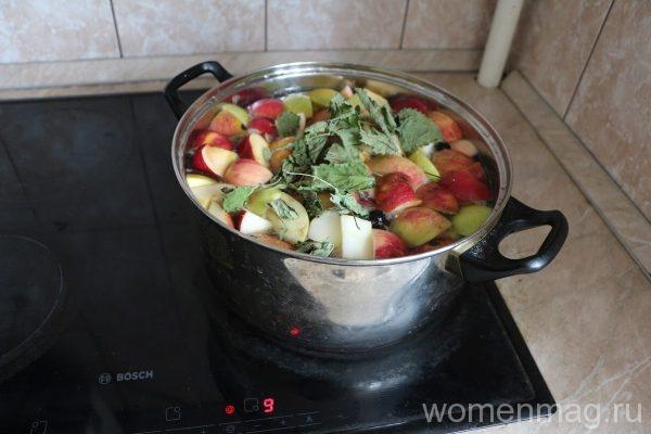 Яблочный компот со сливой и смородиной