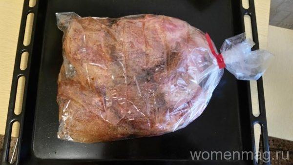 Свиная костица в рукаве в духовке
