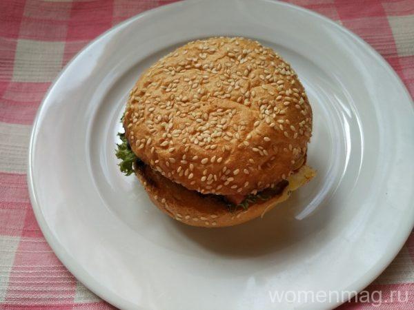 Домашние гамбургеры с сыром и овощами