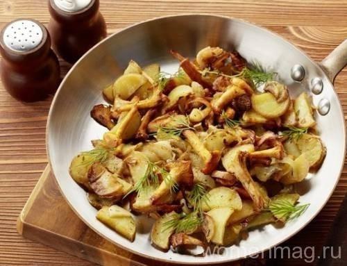 Картошка с лисичками на сковороде