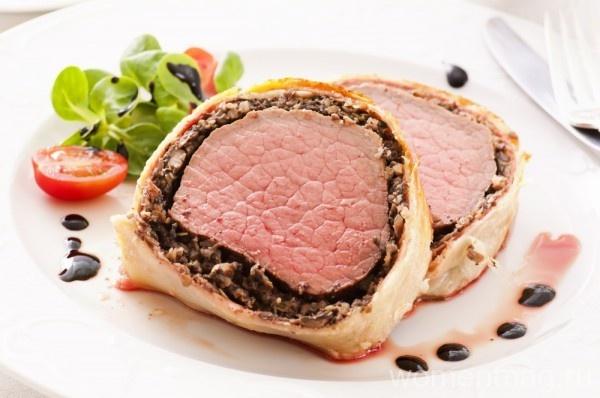 Мясо в слоёном тесте с рисом и грибами