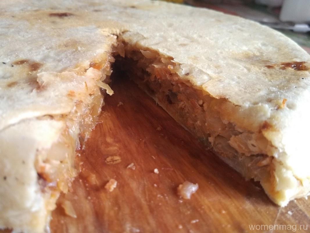 Очень простой пирог с тушеной капустой