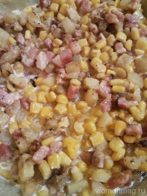 Открытый пирог с ветчиной, кукурузой и картофелем