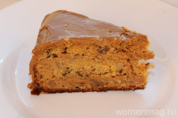 Американский морковный торт с грецкими орехами и изюмом