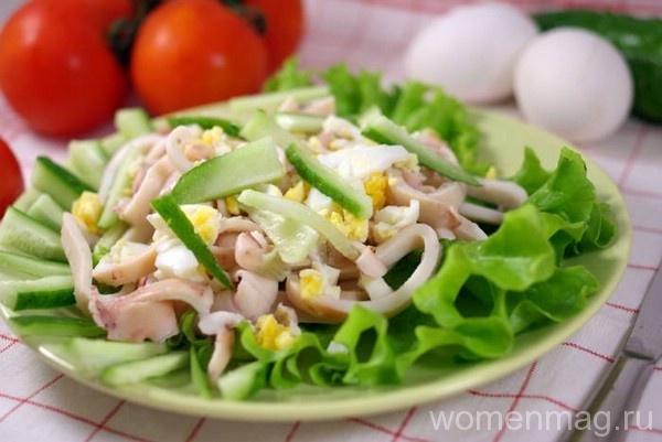 Салат из кальмаров с яйцом и луком
