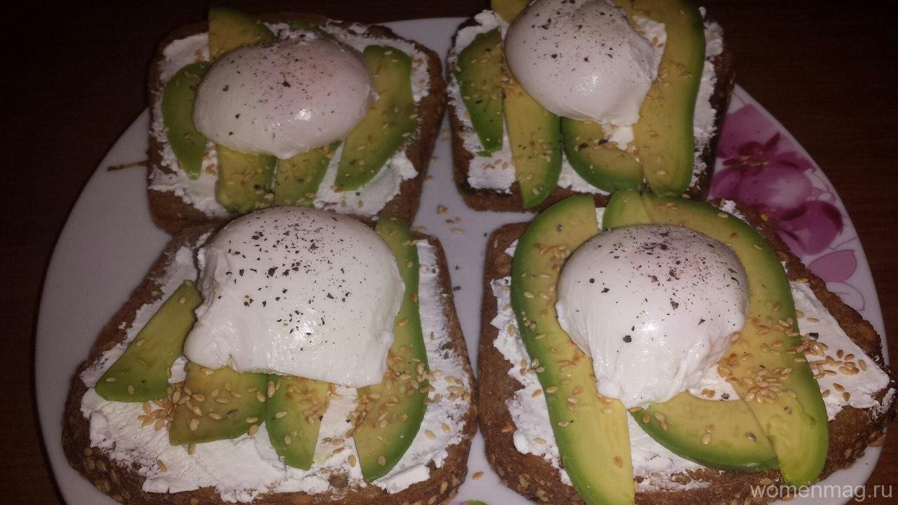 Сэндвичи с авокадо и яйцом пашот