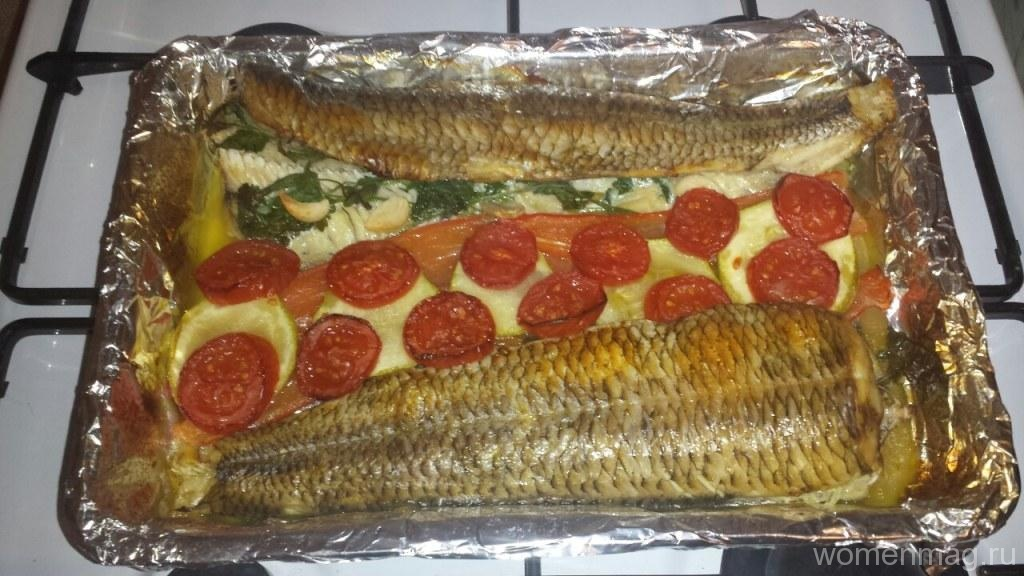 Белая рыба с овощами в духовке