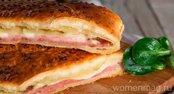 Слоеный пирог с ветчиной и сыром