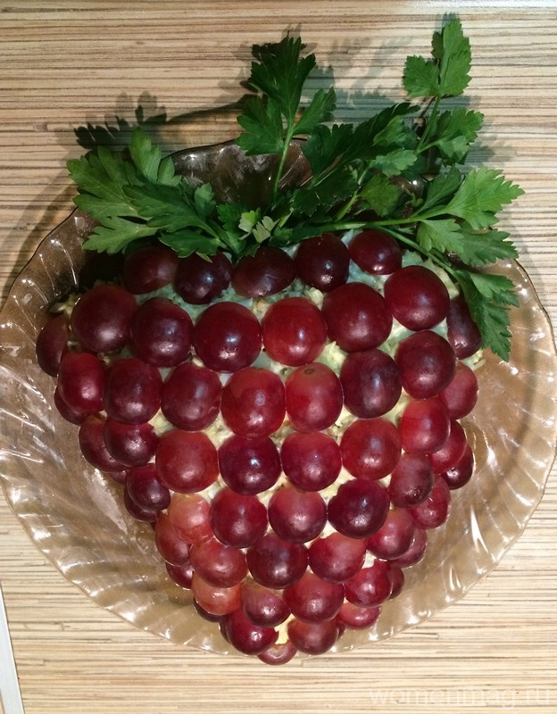Салат из курицы, винограда и сыра «Виноградная лоза»