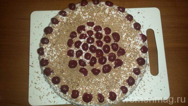 Бисквитный торт со сметанным кремом и вишней
