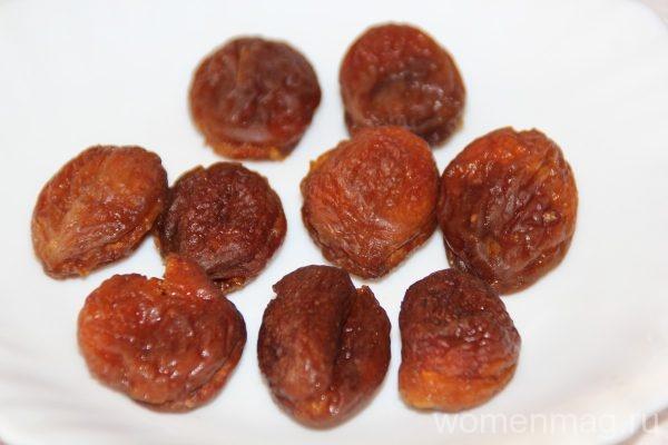 Десерт из урюка с грецким орехом