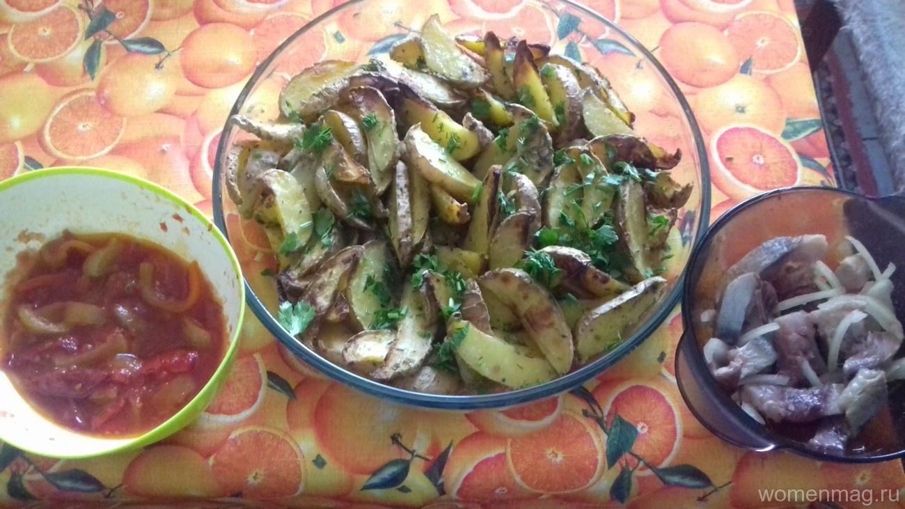 Картофельные дольки в духовке по-деревенски
