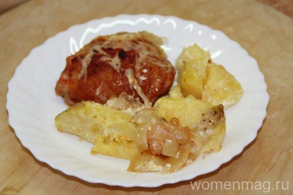 Курица в томатном соусе с молодым картофелем в духовке