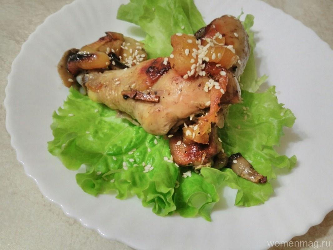 Куриные ножки с грибами, курагой и яблоками
