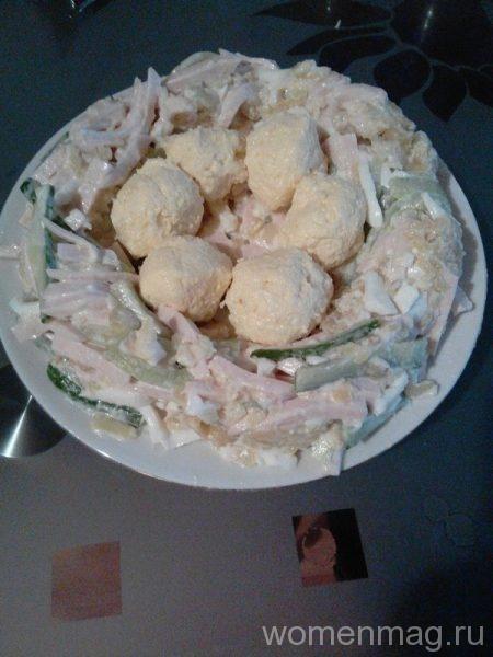 Салат Гнездо глухаря с жареной картошкой, ветчиной и сыром