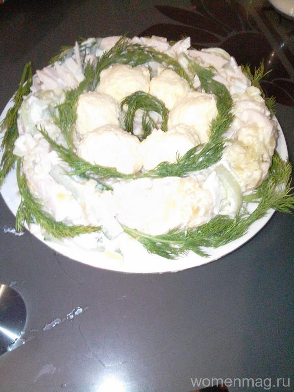Салат «Гнездо глухаря» с жареной картошкой, ветчиной и сыром