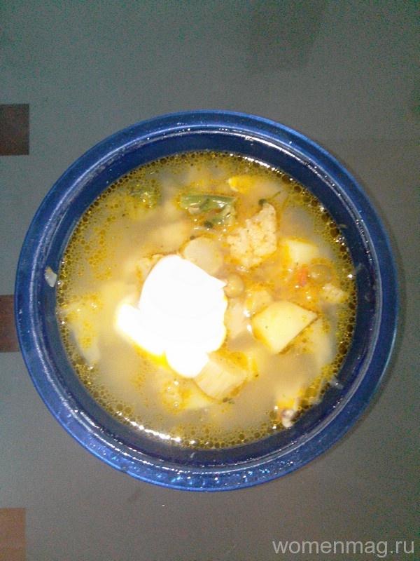 Суп из цветной капусты с консервированным горошком