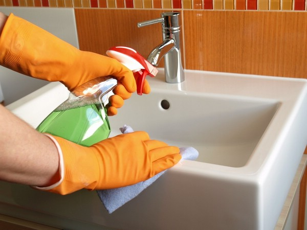 Чем отстирать ржавчину с белой одежды в домашних условиях