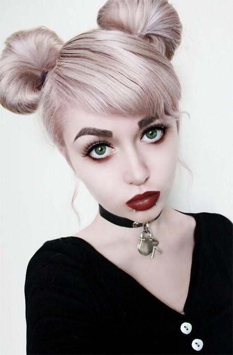Причёска с двумя пучками