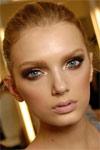 Влажный макияж - тренд лета 2010