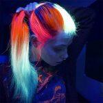 Светящиеся в темноте неоновые волосы (фото)