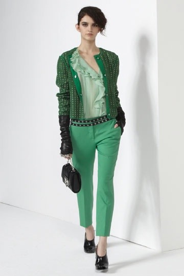Преобладающий зеленый цвет в одежде