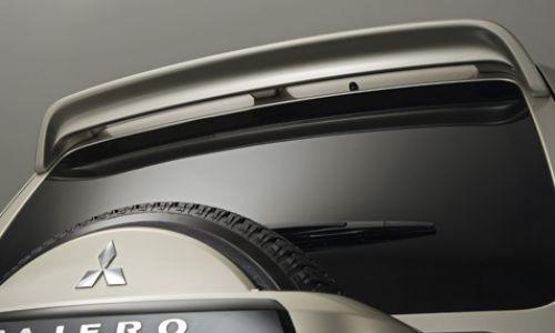 Спойлер на крышу Mitsubishi Pajero Sport