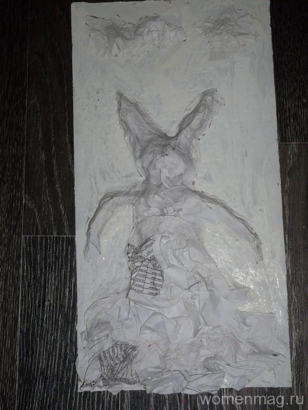 Поделка фреска «Зайчиха» из мятой бумаги