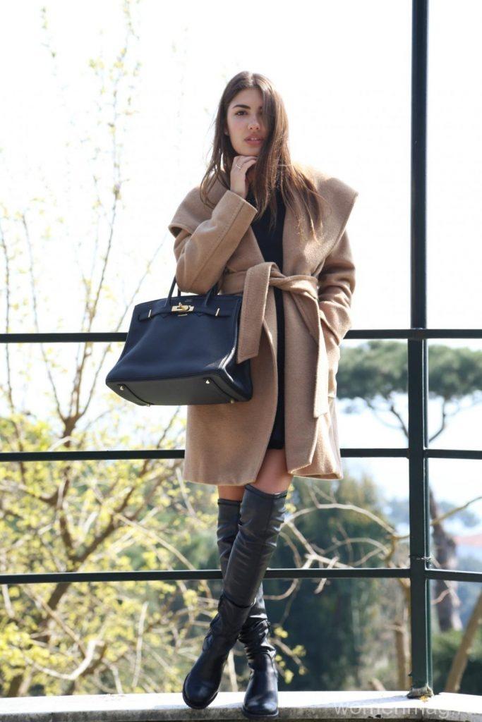 Пальто и маленькое черное платье