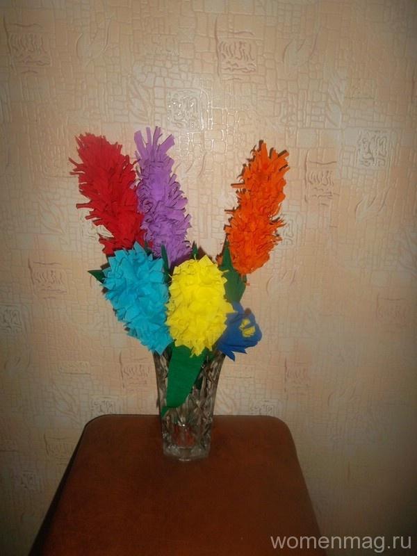 Цветы на стеблях из крепированной бумаги своими руками