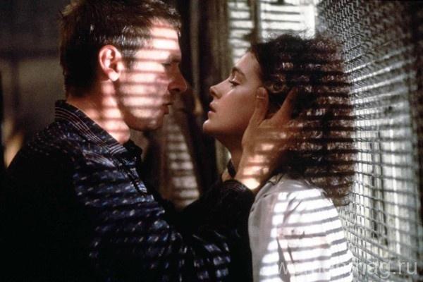 Декар и андроид Рэйчел в фильме Бегущий по лезвию / Blade Runner (1982)