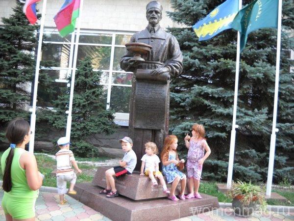 Памятник Будзинскому в Анапе