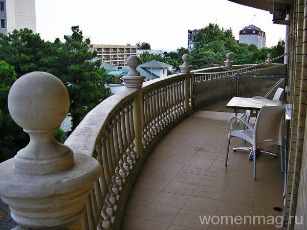 Вид из номера с балкона в гостевом доме Ясон