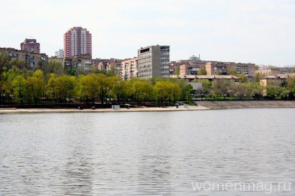 Набережная реки Кальмиус в Донецке