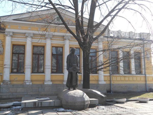 Памятник Яворницкому в Днепропетровске