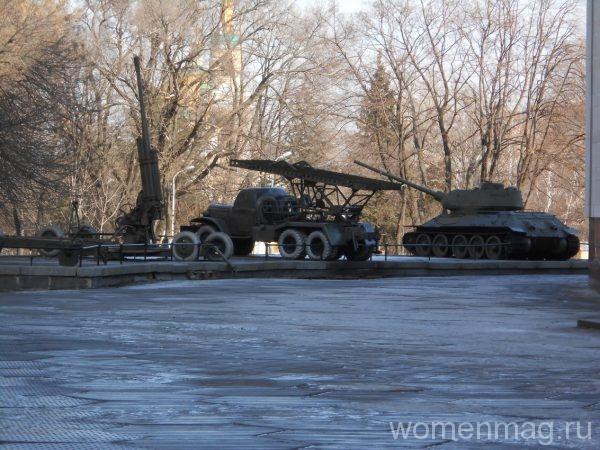 Экспозиция военной техники в Днепропетровске