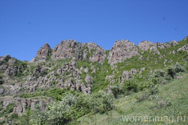 Гора Демерджи (Долина приведений) в Крыму