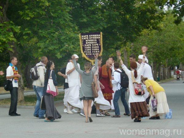 Парк Победы в городе Севастополе. Встреча кришнаитов
