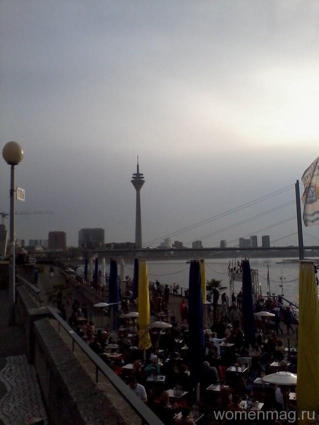 Рейнская набережная в Дюссельдорфе