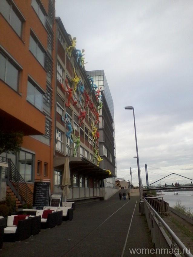 Здание бывшего портового склада Roggendorf-Haus в Дюссельдорфе