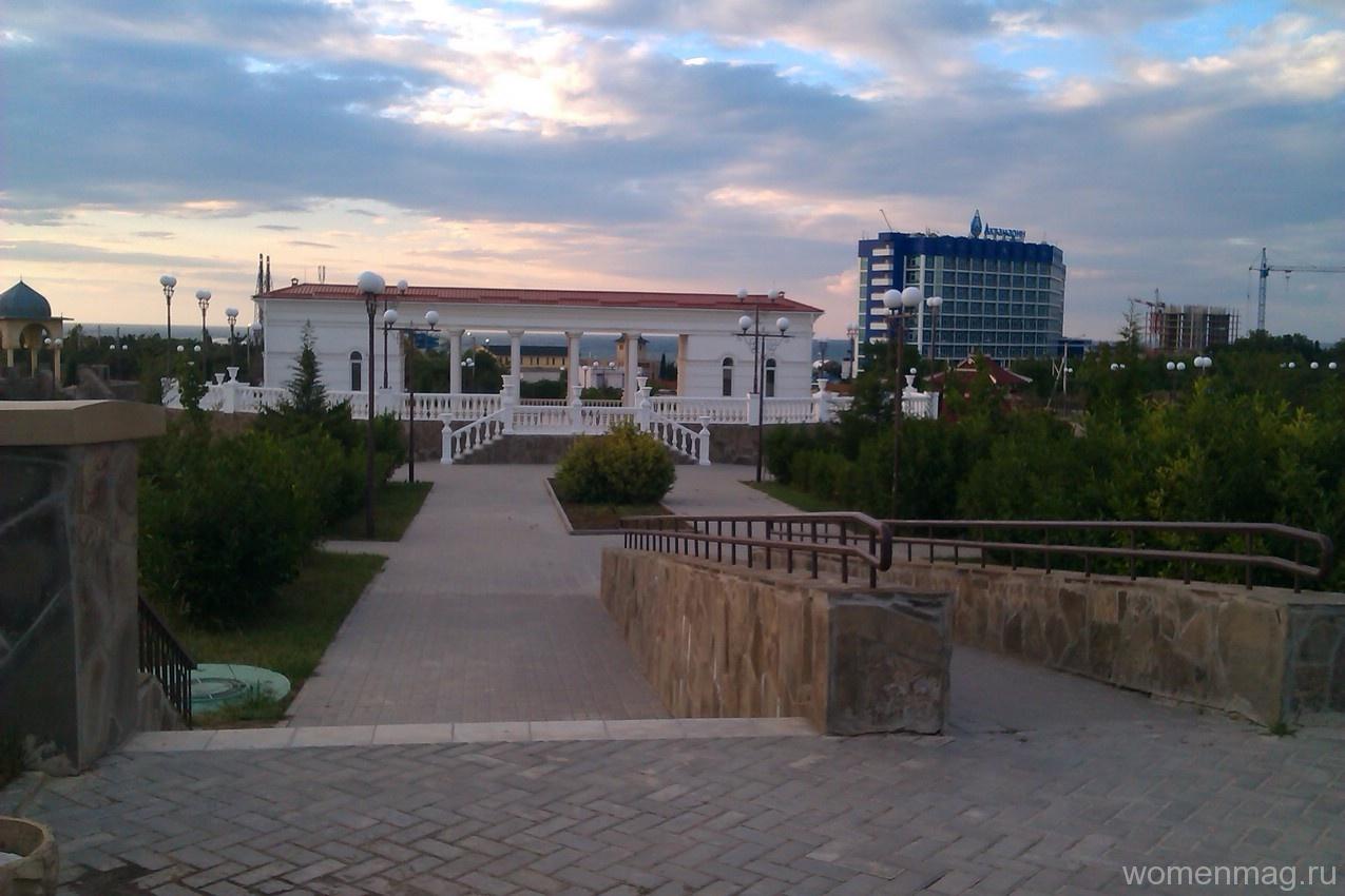 Сквер Студенческий возле института Банковских дел в Севастополе
