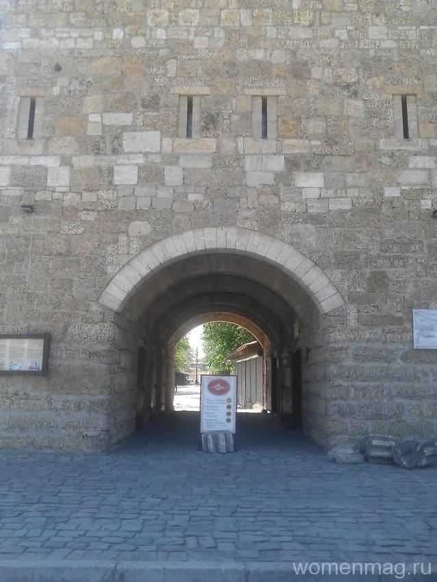 Крепостные ворота Гезлева или Ворота Дровяного базара в Евпатории