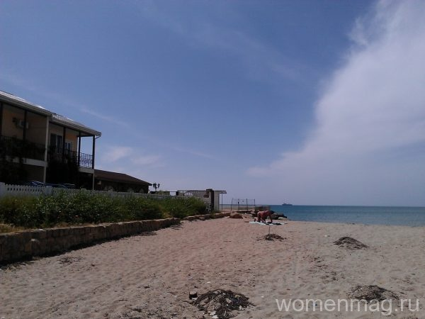 Пляж при пансионате Трехгорка в Евпатории