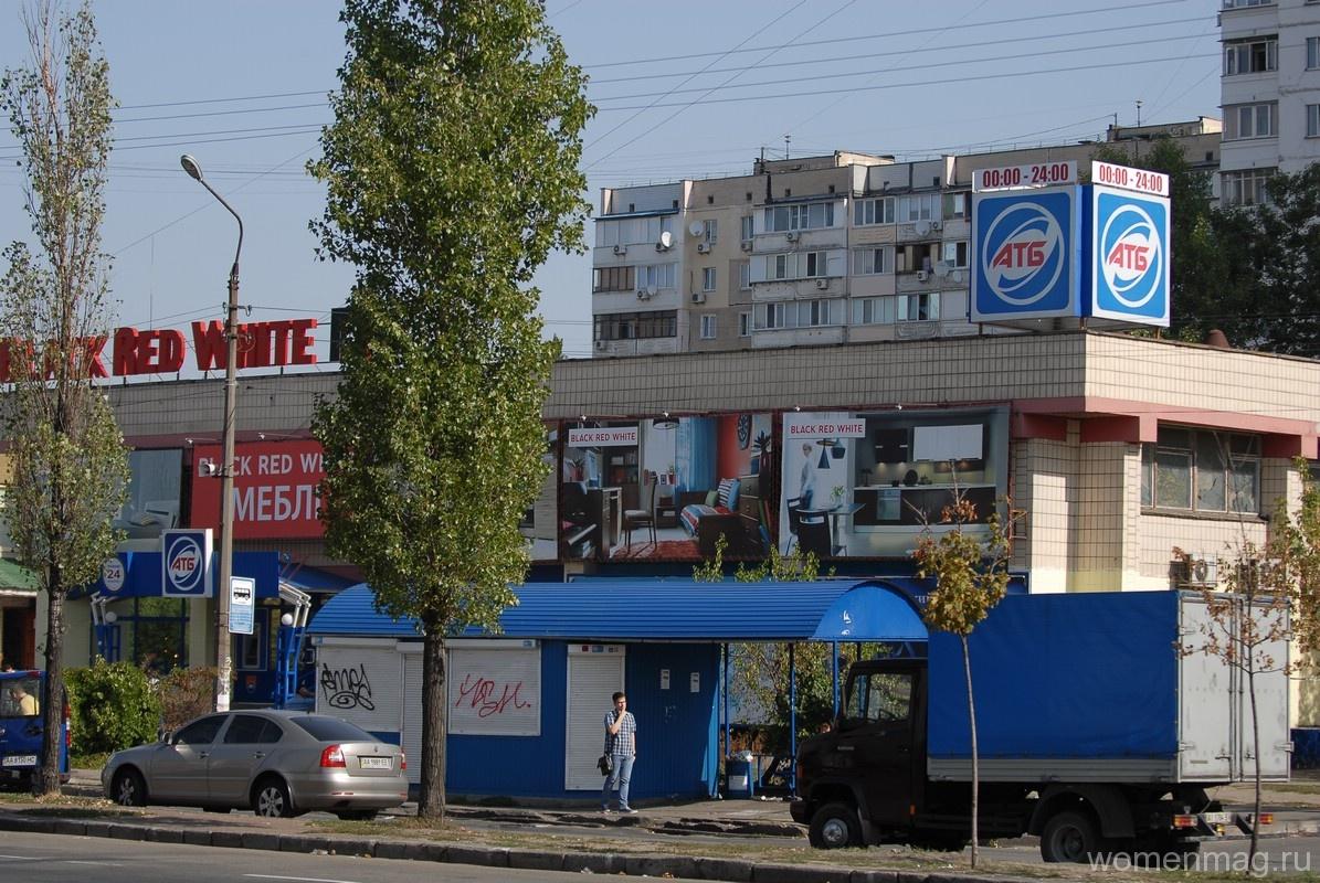 Торговый центр на Ревуцкого в Киеве